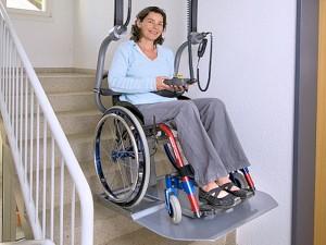 Zweeftraplift met rolstoel plateau