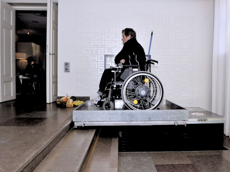 plateaulift-integreren-domilift-hdn-830-met-rolstoel_800x600