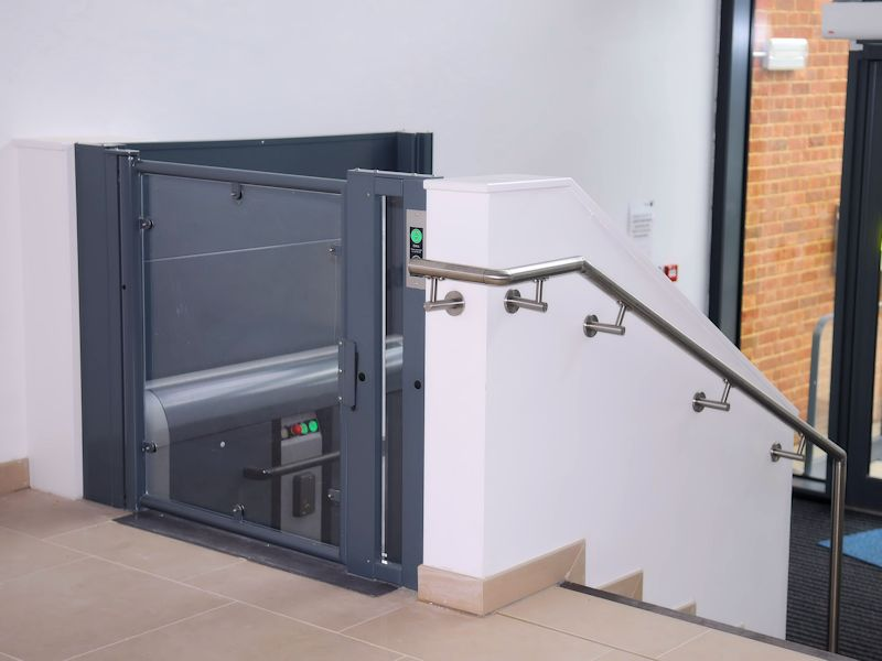 plateaulift-kolomlift-hydraulisch-domilift-h-3000w-800x600-2