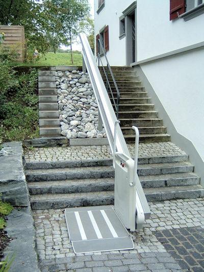Plateaulift rechte trap BCS - buiten 400x533