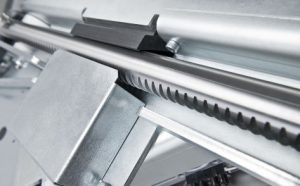 aandrijftechniek-compact-weggewerkt-in-de-plateaulift