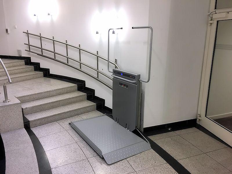 domilift-trapplateaulift-met-buitenbocht-800x600-3