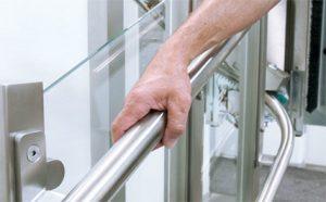 geleiderail-plateaulift-bruikbaar-als-handrail