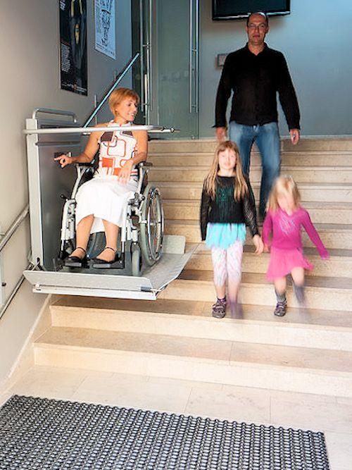 plateaulift-trap-openbaar-rolstoeltoegankelijk-500x667