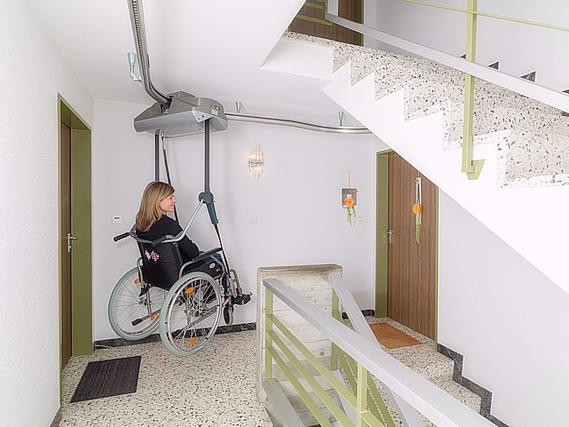 zweeflift-met-rolstoel-boven-800x600