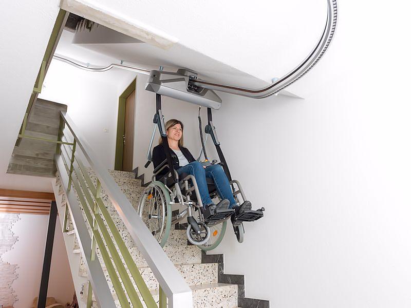 zweeflift-rolstoel-boven-trap-800x600